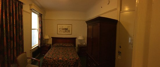 Union Square Plaza Hotel: Room is small, but adequate for one. Note that the TV is in the armoire to the right.