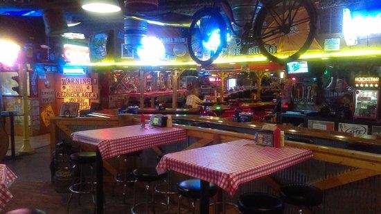 Sauk Rapids, MN: Dining area with lots of bric-a-brac.
