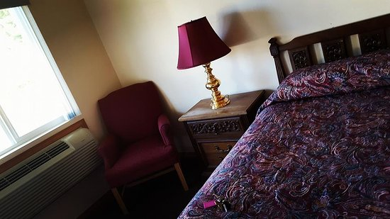 Port Hadlock, WA: The entrance of one of our king size rooms.