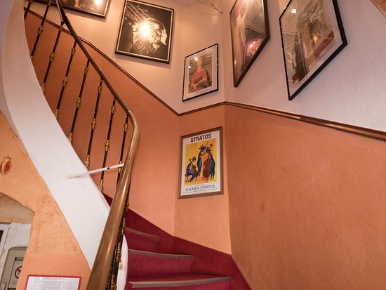 Hotel Le Colbert : Stairway to rooms.