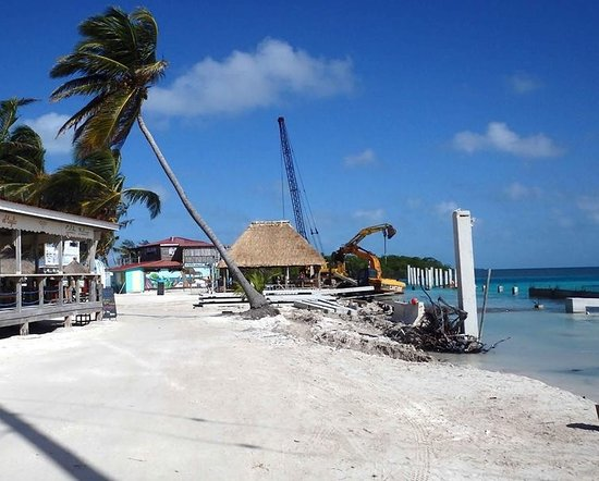 Caye Caulker, Belize: Debris and heavy machinery