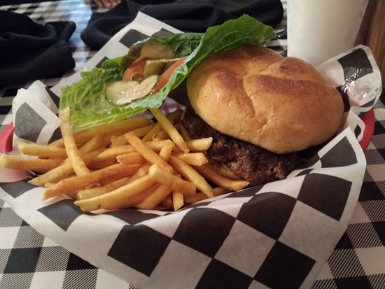 Empresario: The Handmade patty burger with fries