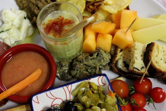 La Renverse: Assiette de tapas en terrasse