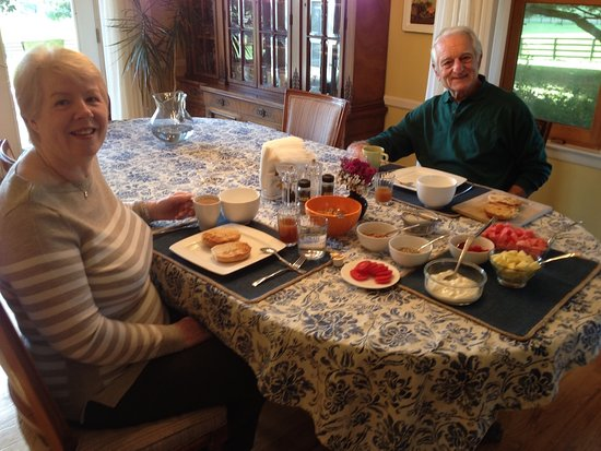 Wallkill, Nowy Jork: Fresh fruit, yogurt and homemade baked goods come with the room
