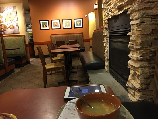 Fox River Grove, Ιλινόις: Panera Cary. First time visit. Dirtier than most Paneras. Food is the same quality.  Servers cou
