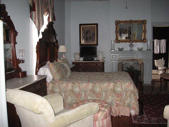 Ingraham Castle : blue room