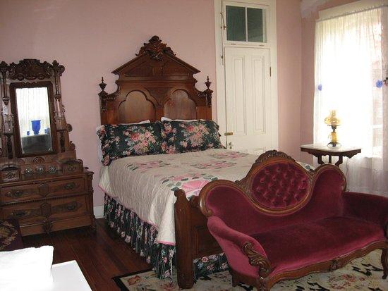 Ingraham Castle : pink room