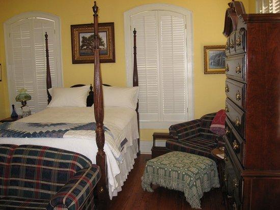 Calvert, TX: honeymoon suite