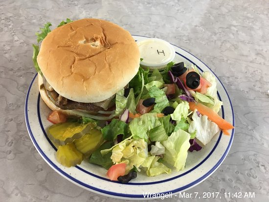 Wrangell, Alaska: Mushroom and Swiss Burger at Diamond C.