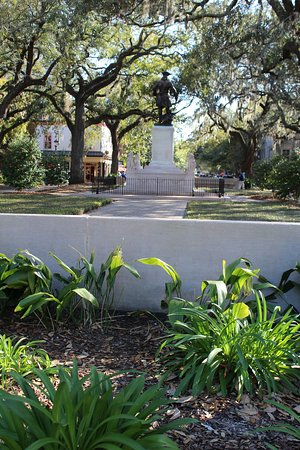Chippewa Square: Stature from where the park bench was in Forrest Gump.