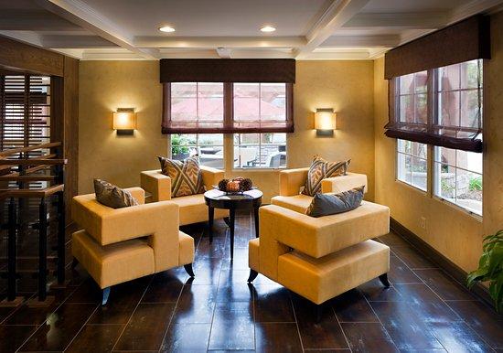 Hotel Indigo Napa Valley: Hotel Lobby Area