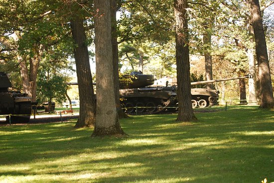 Wheaton, IL: Tanks outside of the First Divison Museum
