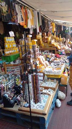 La Recova Municipal Market: Papayas papayas papayas