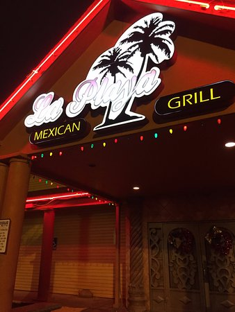 La Playa Mexican Cafe: Festive family-run restaurant with great food