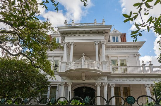 New Orleans Garden District Guided Tour with Magazine Street