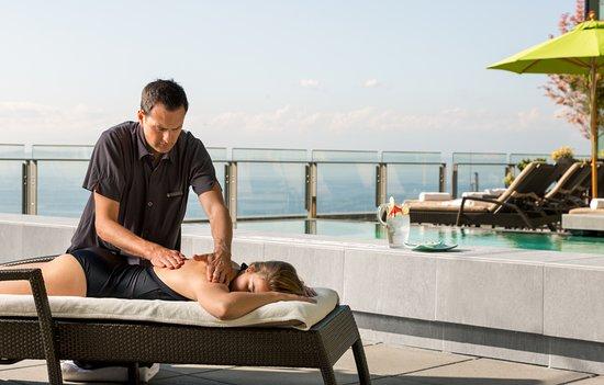 Four Seasons Hotel Seattle: Spa Massage Poolside