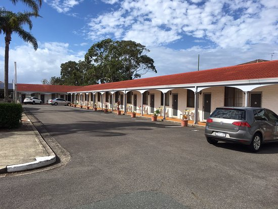 Tuncurry Beach Motel: Easy access parking