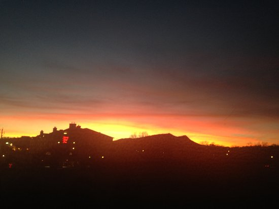 Holiday Inn Express Pigeon Forge/Dollywood: a sunset view from our 3rd floor window