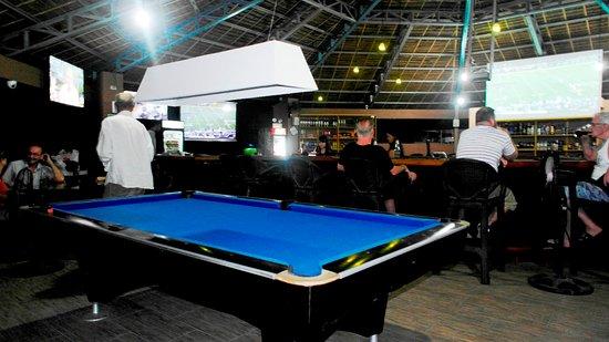 Octagon Sportsbar: Billiard Table U0026 4 Tvu0027s