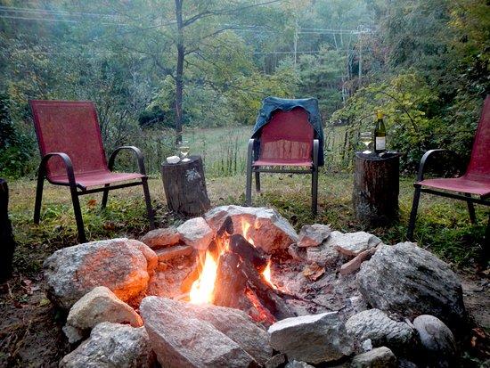 Gerton, Carolina del Norte: Campfire Ring