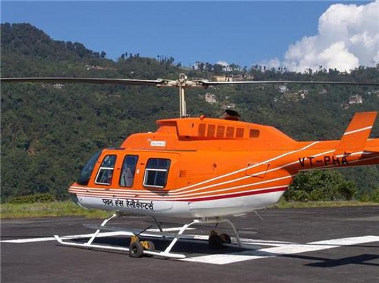 ‪‪Shillong‬, الهند: Pawan Hans Orange helicopter. 20-30 MINUTES Ride from Shillong to Guwahati.‬