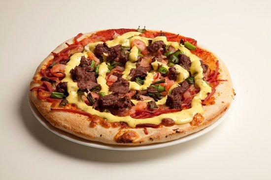 Moe, Australien: Opal Pizza Reef-n-Beef Pizza
