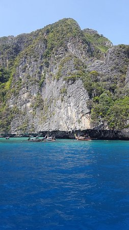 Ko Phi Phi Le, Tayland: One side of pileh near entrance