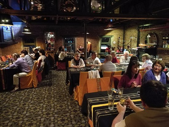 GOLD Restaurant: Une des salles