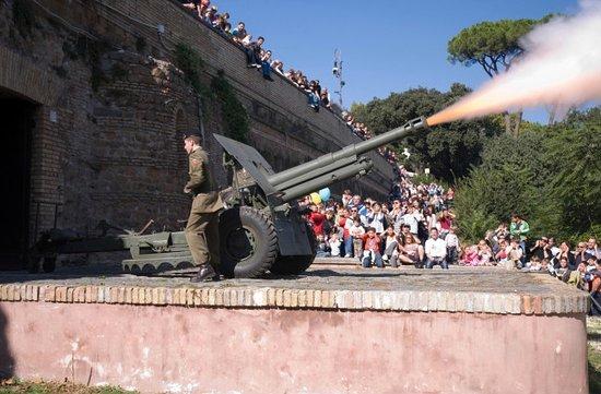il cannone di mezzo giorno del gianicolo - Foto di Terrazza del ...