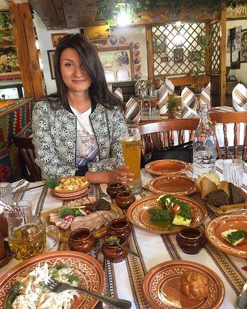 Korchma Taras Bulba: Отличный вариант вкусно и недорого отведать вкусностей в красивом месте! Вежливый персонал и кач
