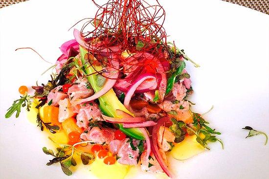 Xamfra Del Forum: Ceviche xdF,salmón,atún rojo,aguacate,cilantro,ají,lima,quicos y cebolla morada.