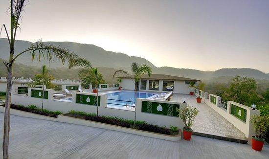 Le Madhulika Maharana Resort & Spa: Day Pool
