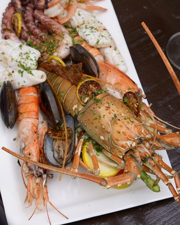Ocean Grill: Seafood platter with lobster