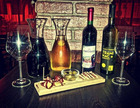 Beer and Wine Bar: Vino i mezetluk...