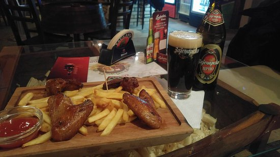 Beer and Wine Bar: Krilca i crni Zajecarac...