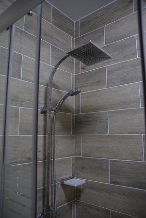 Juanedu Suites: shower