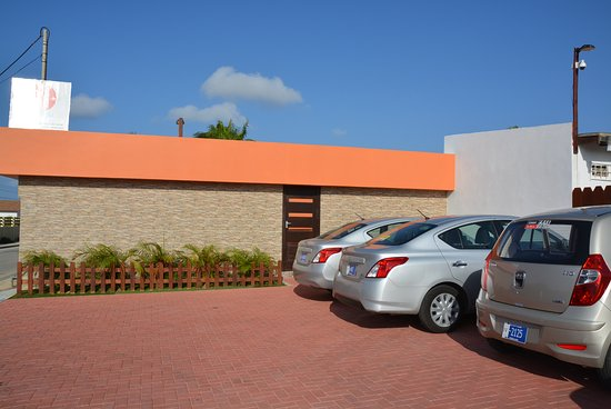 Juanedu Suites: outside hotel / entrance