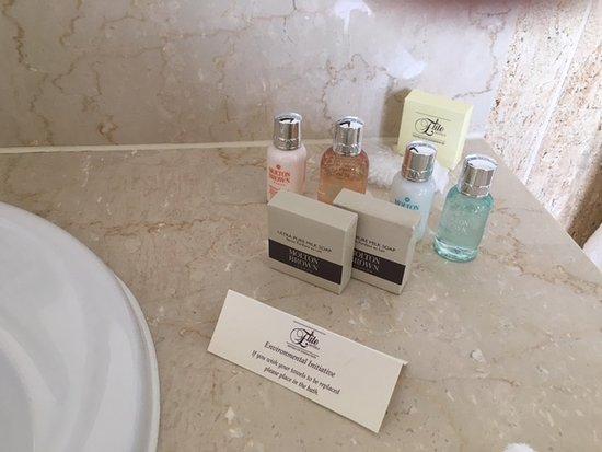 Tylney Hall: Bathroom