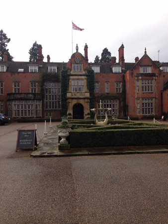 Tylney Hall: Entrance to the hotel