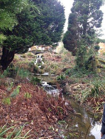 Rotherwick, UK: Little waterfall