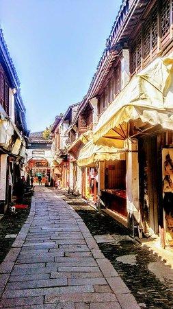 Tongli Town: Small narrow streets