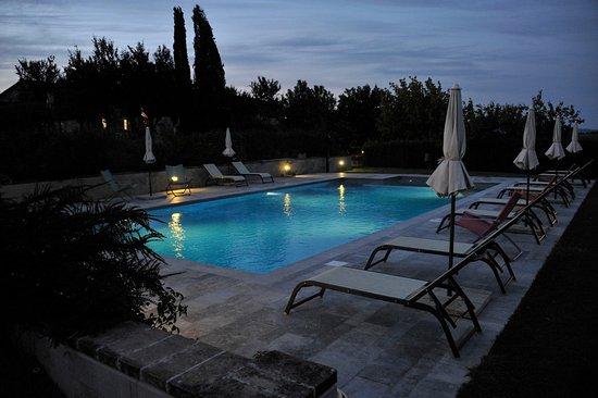 San Rocco a Pilli, Italy: piscina di notte