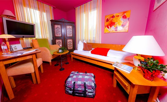 Landgasthof zur Linde: Zimmer mit Balkon, Sat-TV, WLAN, Bad DU WC