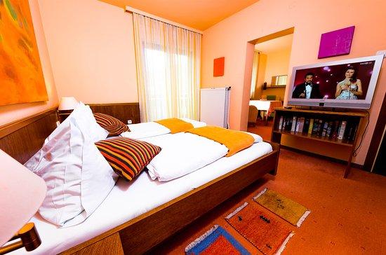 Landgasthof zur Linde: Junior Suit mit Balkon, 2 Räume,  Sat-TV, WLAN, Bad DU WC