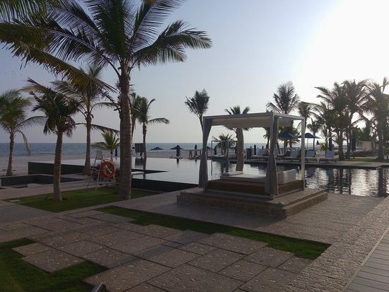 Al Mina Restaurant & Bar at Al Baleed Resort by Anantara: The View to the sea from Al Mina