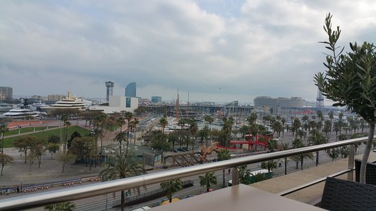Duquesa Suites Barcelona: roof terrace view