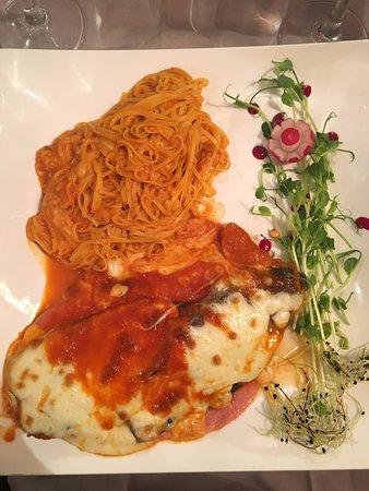 Villa Verdi: escaloppa alla parmigiana con pasta (carne con melanzana, prosciutto cotto e mozzarella)