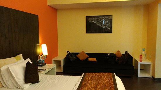Citrus Hotel Lonavala: Sofa