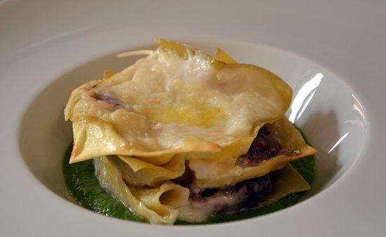 Timo e Rosmarino Alessandria: Lasagnetta al radicchio, salsiccia di Brà su salsa di cime di rapa