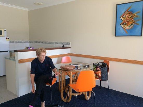 Bunbury Apartment Motel: Dining area